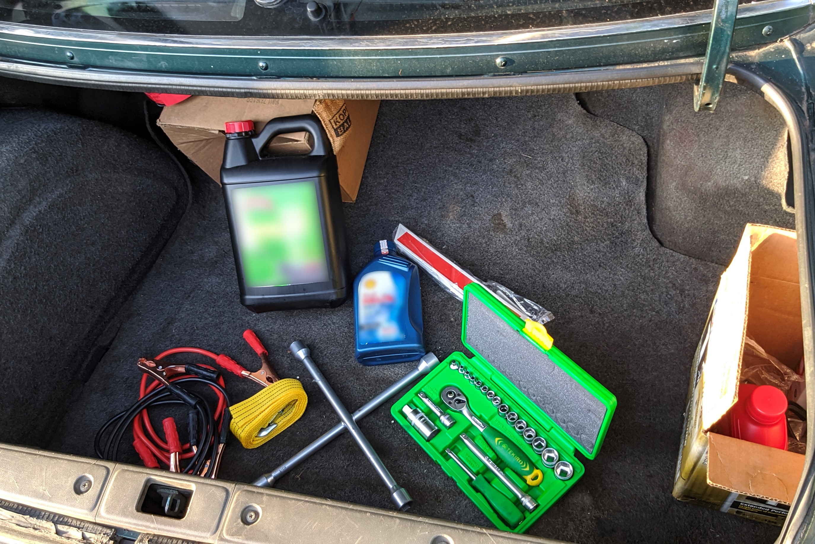 10 Tools You Need In An Old Car